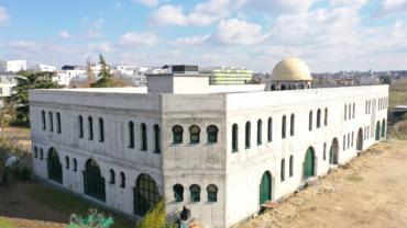 Installation des planchers Chauffants à la mosquée de Carrières Sous Poissy